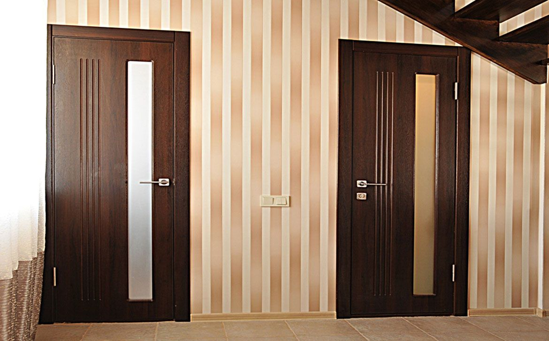 Межкомнатные двери с элементами декора