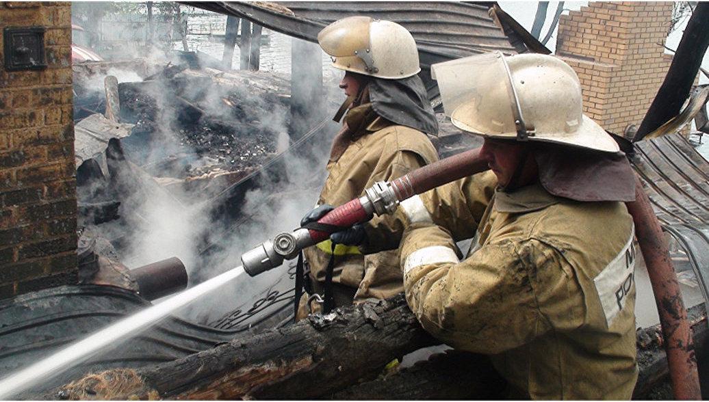 В Саратовской области потушили пожар у детского лагеря