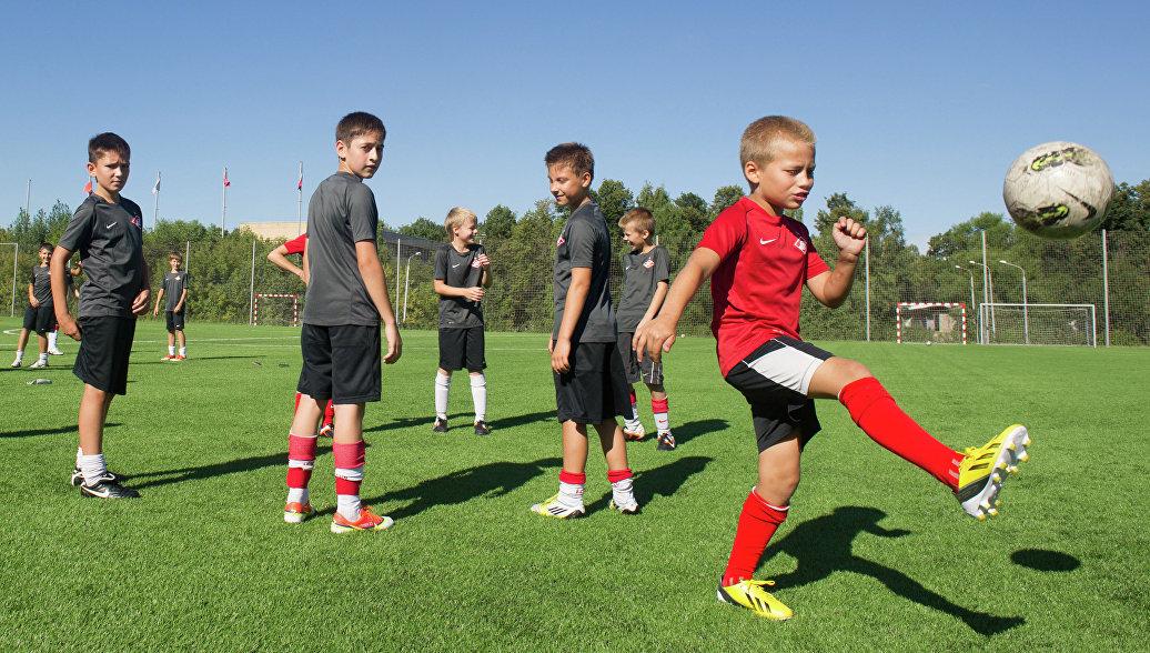 В Ленобласти предложили преподавать в школах футбол вместо физвоспитания