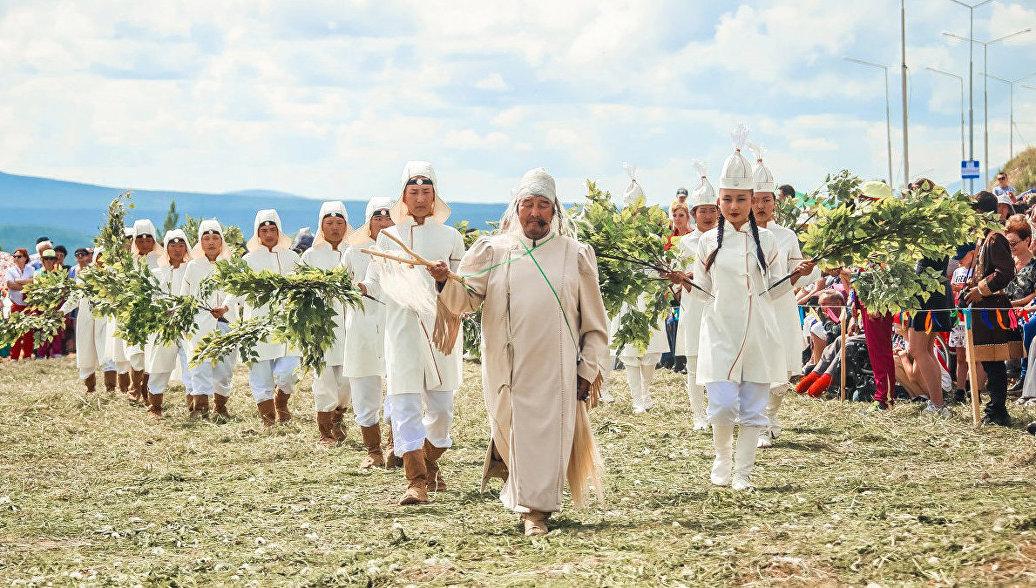 Праздник Ысыах Олонхо в Якутии собрал около четырех тысяч человек