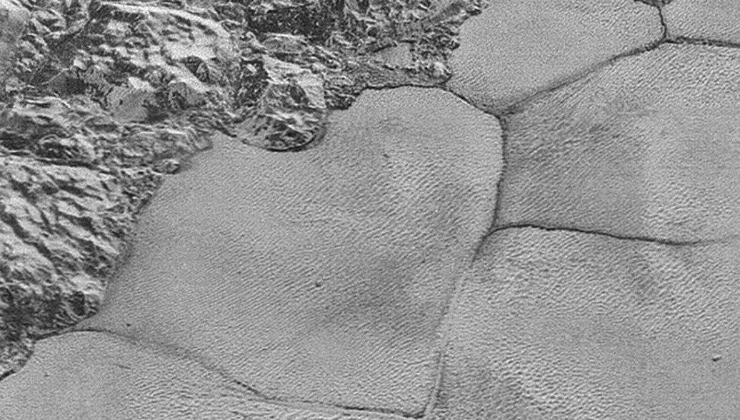 Астрономы нашли на Плутоне