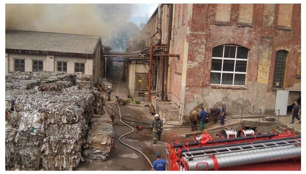 Под Калининградом потушили пожар на бывшем бумажном заводе