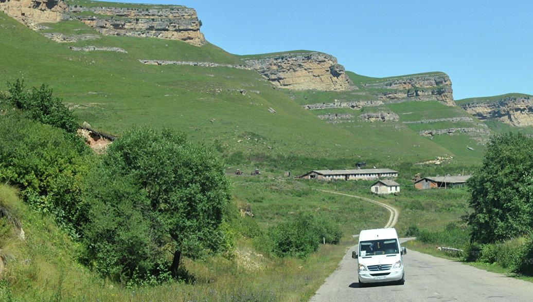 В Карачаево-Черкесии эвакуировали более 60 туристов, застрявших в горах