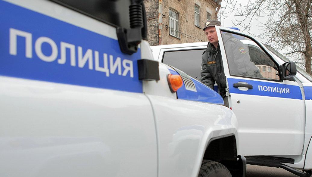 В Петербурге маленьких детей оставили в закрытой машине на жаре