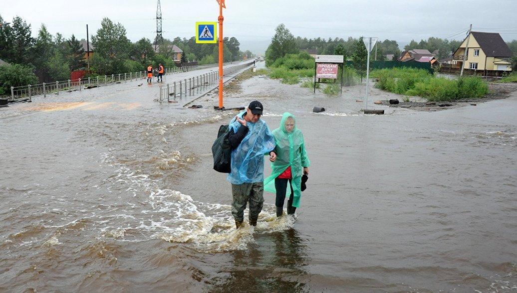 В Чите частично обрушился подмытый паводком мост