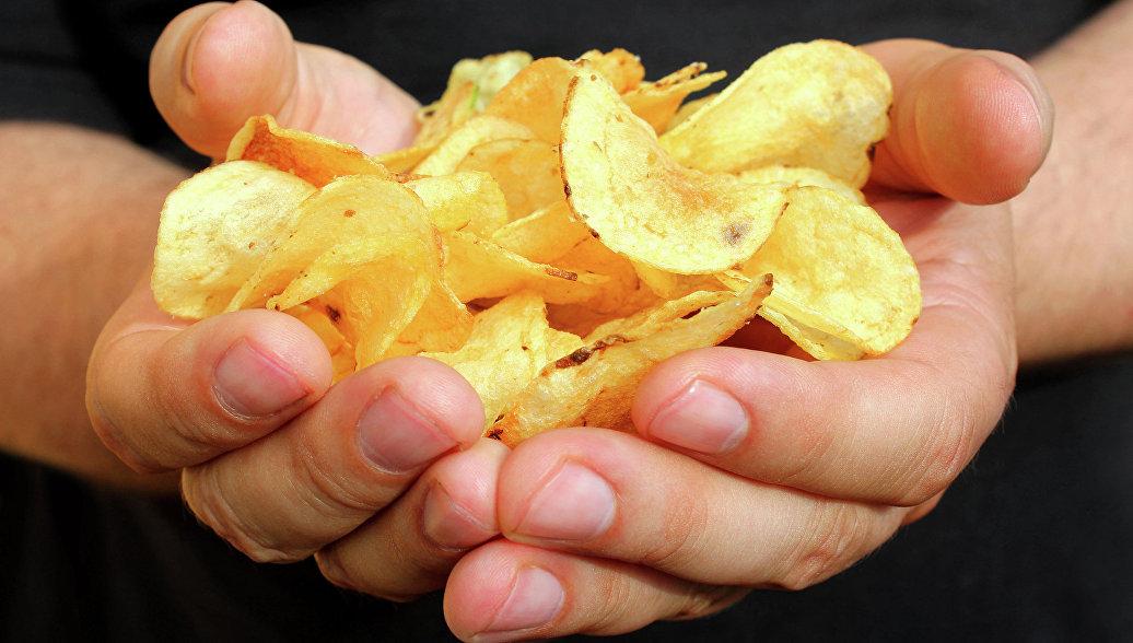 Диетологи рассказали о пользе чипсов и шоколадного печенья