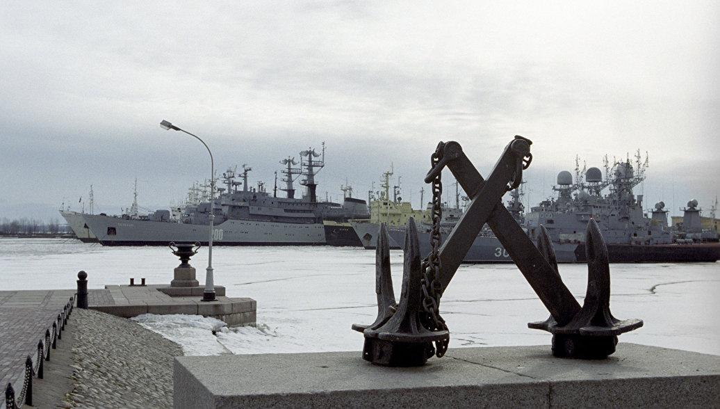 Тренировка военно-морского парада прошла на Кронштадтском рейде и в устье Невы