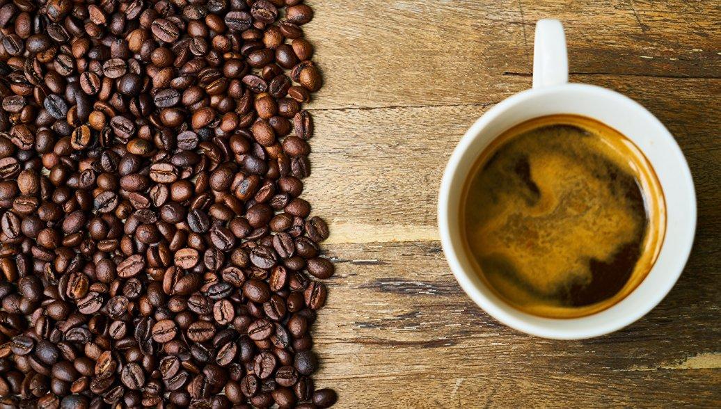 Россияне в июне сократили покупки кофе, шоколада и молока, выяснили социологи