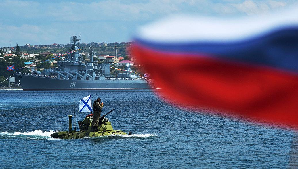 В Севастополе боевые корабли и подлодки Черноморского флота пройдут парадным строем