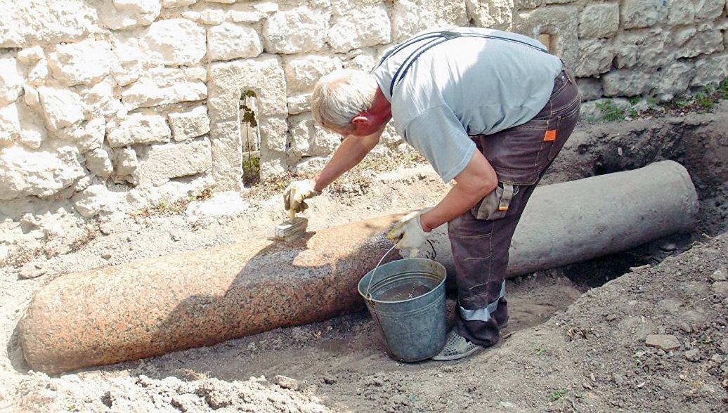 В Бахчисарае при реставрации в Ханском дворце нашли солнечные часы