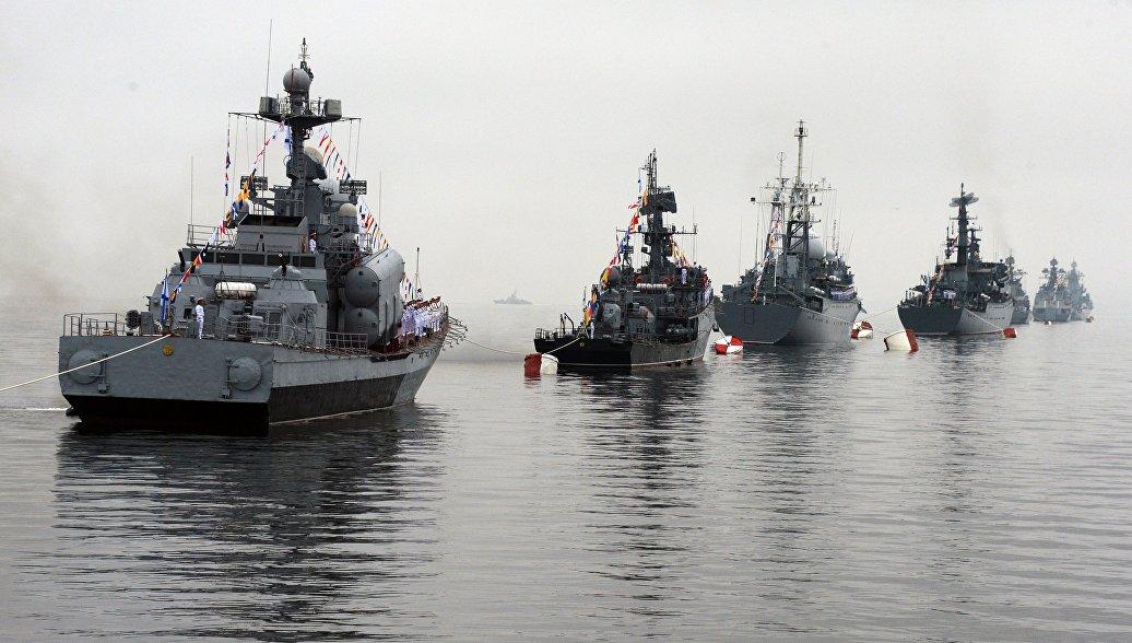 Во Владивостоке в День ВМФ показали высадку морского десанта и БТР-82А
