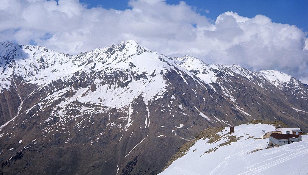 Спасатели передали медикам пострадавшую на Эльбрусе альпинистку
