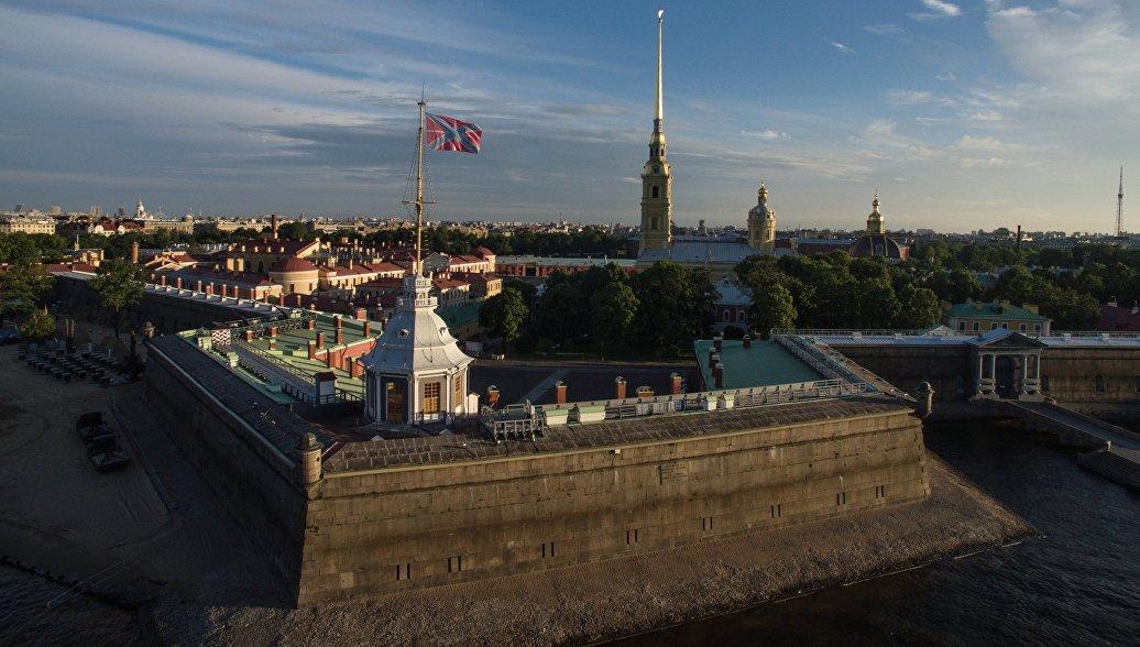 Путин перед началом военно-морского парада посетил Петропавловскую крепость