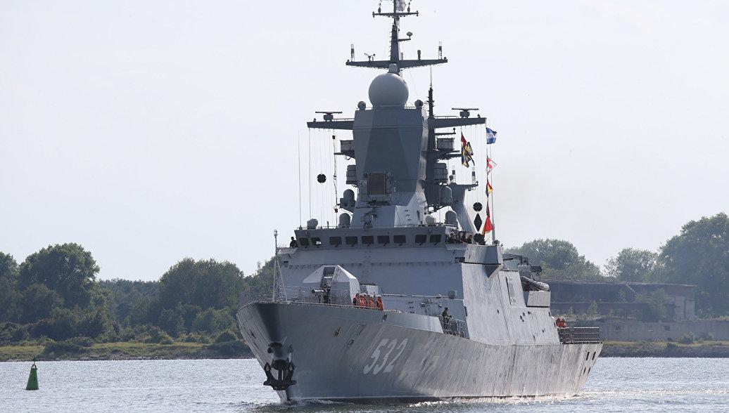 В Балтийске около 40 кораблей приняли участие в параде в День ВМФ