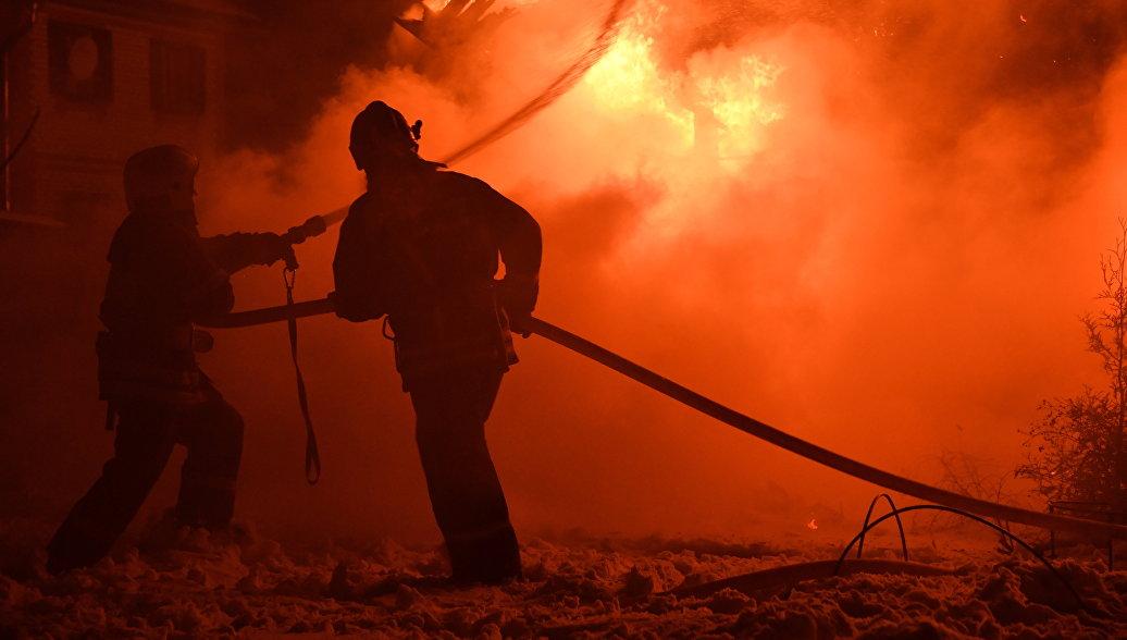 В Кемерово сгорела крыша деревянного храма