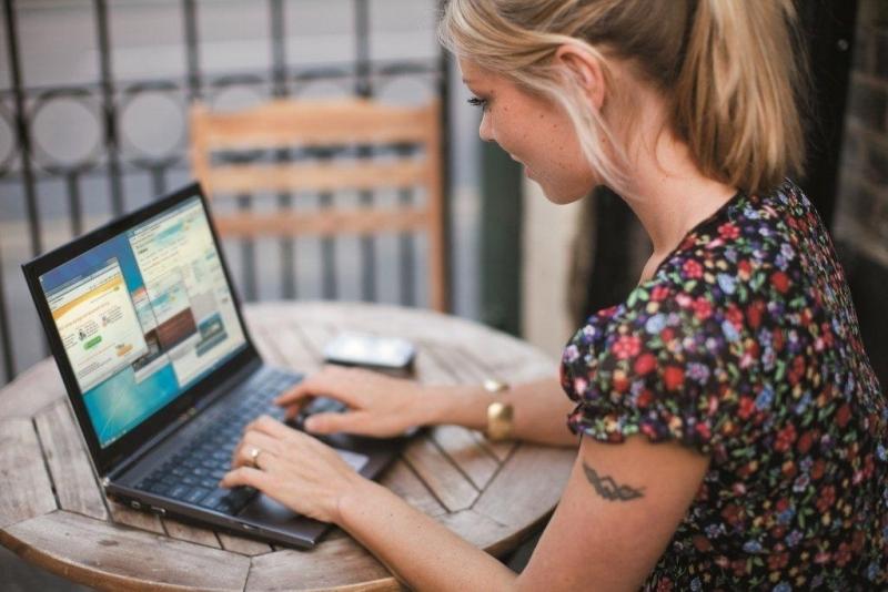Как найти знакомых, друзей, родственников через  интернет