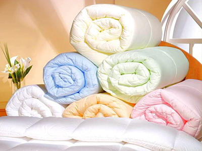 Подушки, одеяла, матрацы, постельное белье и другие товары для дома