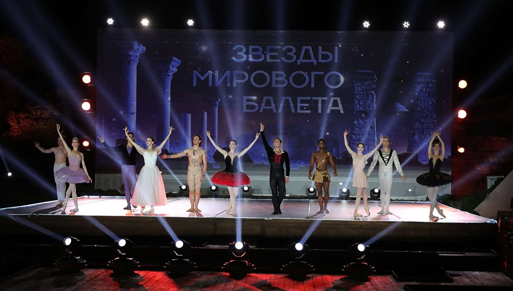 Путин поблагодарил артистов балета после фестиваля