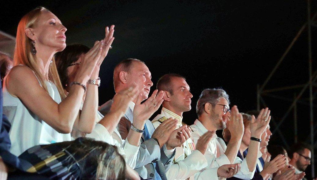Путин присоединился к гостям музыкального фестиваля