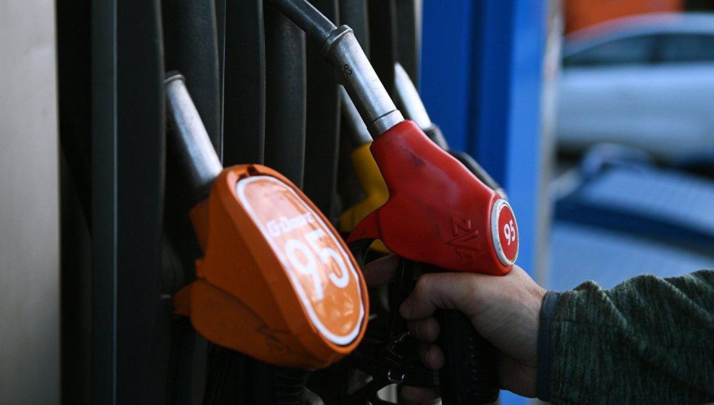 Названы регионы, жители которых могут купить больше и меньше всего бензина