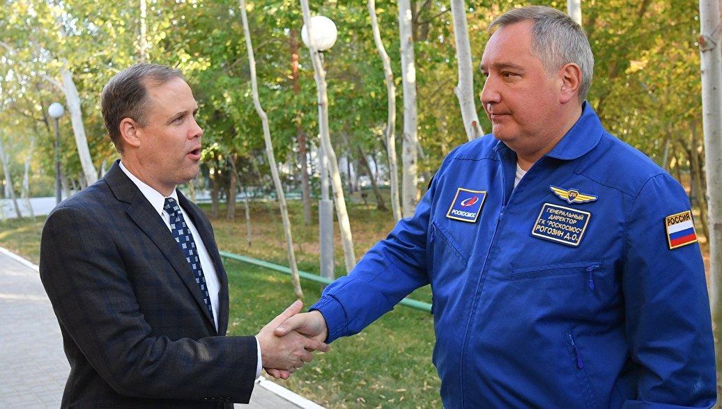 НАСА готовится отправить свой экипаж на российском