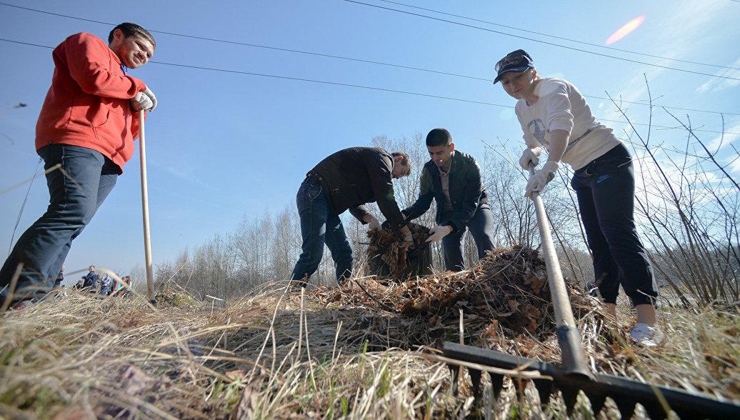 Волонтеры провели субботник на берегу реки Протоки в Волгоградской области