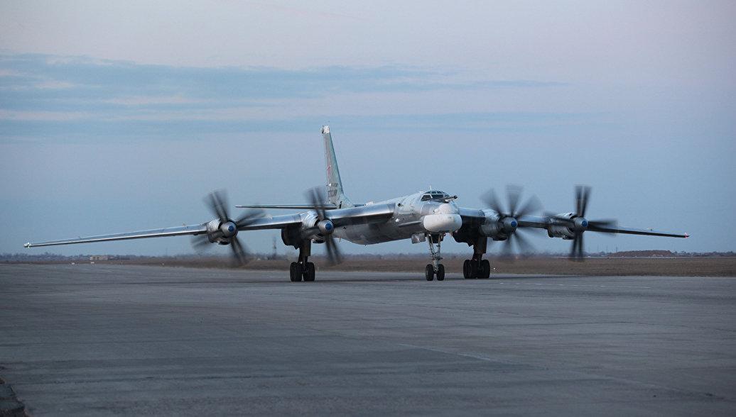 Российский ракетоносец Ту-95 выполнил демонстрационный полет на учении в Киргизии