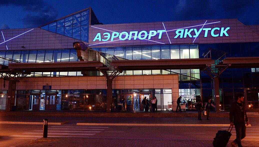 В аэропорту Якутска самолет SSJ100 выкатился за пределы ВПП