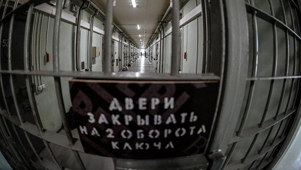 Арестанты ИВС в Биробиджане общались через дыры в стенах между камерами