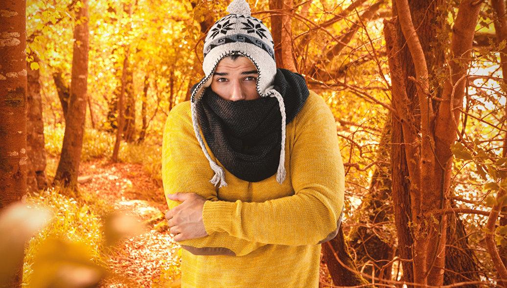 Ученые объяснили, почему осенью люди мерзнут сильнее, чем весной