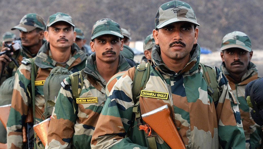 Российские и индийские военные совершили марш-бросок на учениях