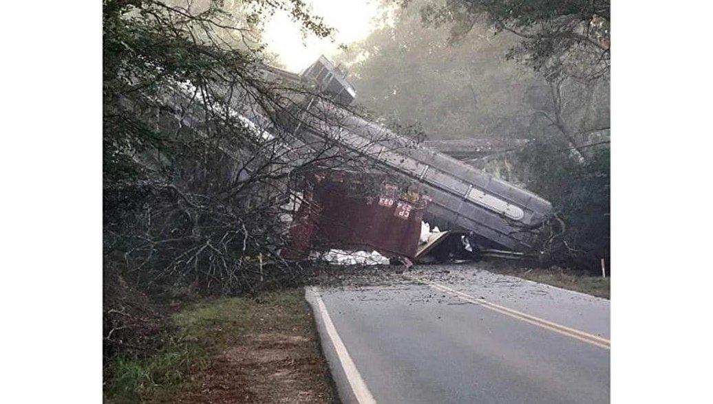 В США вагоны грузового поезда с пропаном сошли с рельсов