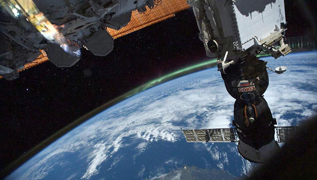 Космонавты выйдут в открытый космос обследовать