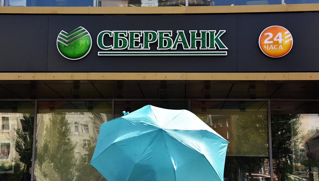 Сбербанк рассказал, сколько платежей по банковским картам проводят россияне