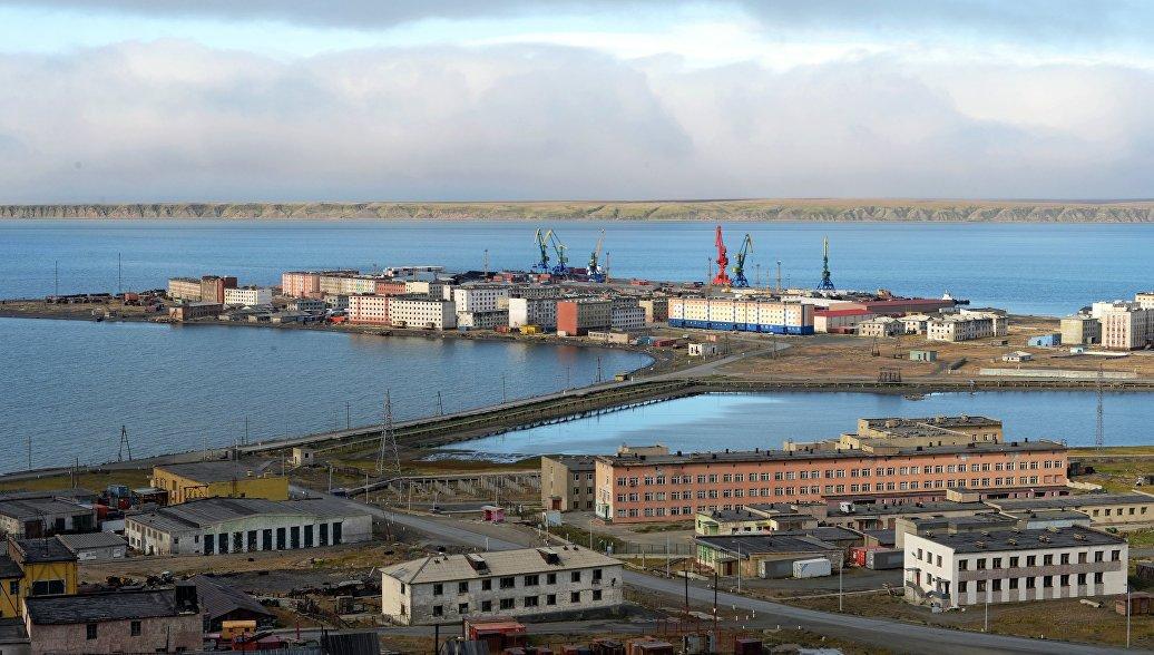 На Чукотке разгрузили последнее судно со стройматериалами для плавучей АЭС