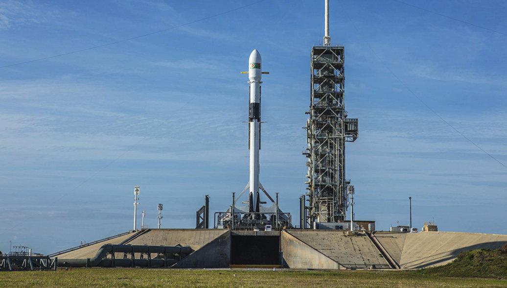 Названы причины падения ступени Falcon-9 вокеан