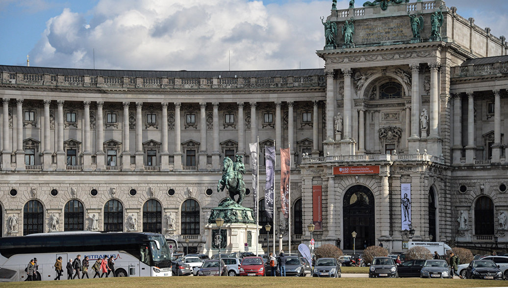 На 12-м Московском балу в Вене исполнили русскую кадриль