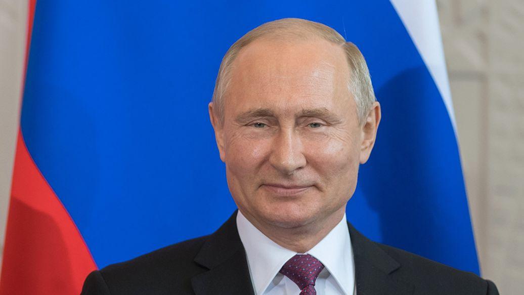 Путин приехал в театр