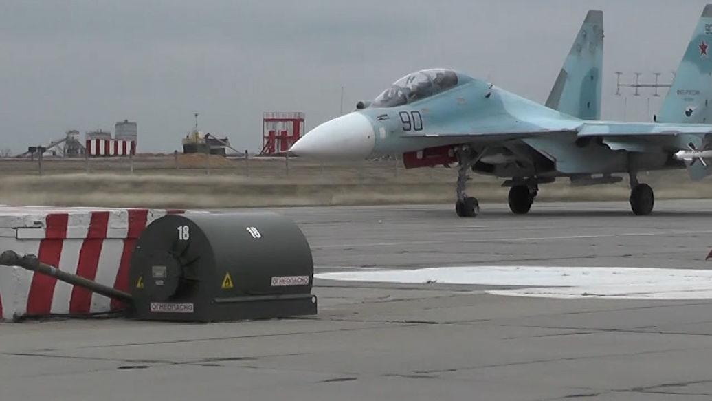 Появилось видео посадки истребителя Су-30М2 на аэродроме в Севастополе