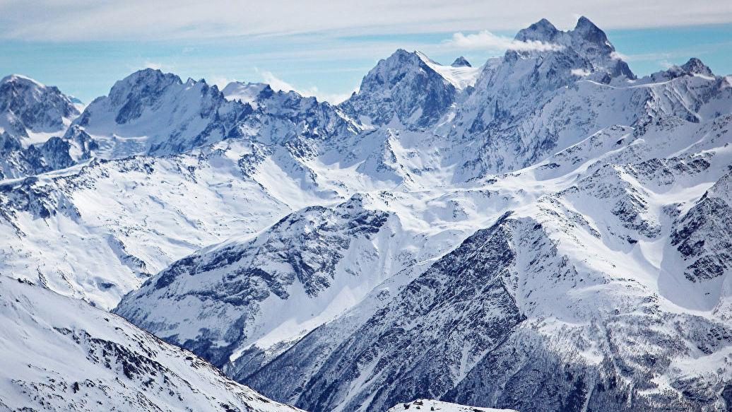 На Эльбрусе ищут группу сбившихся с маршрута лыжников