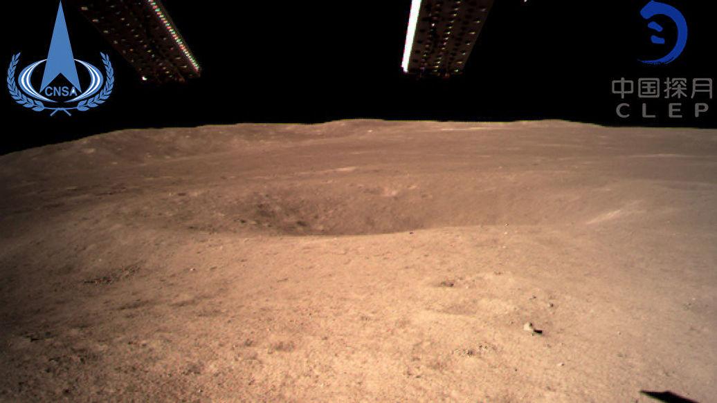 Китайский беспилотник прислал первый снимок с обратной стороны Луны