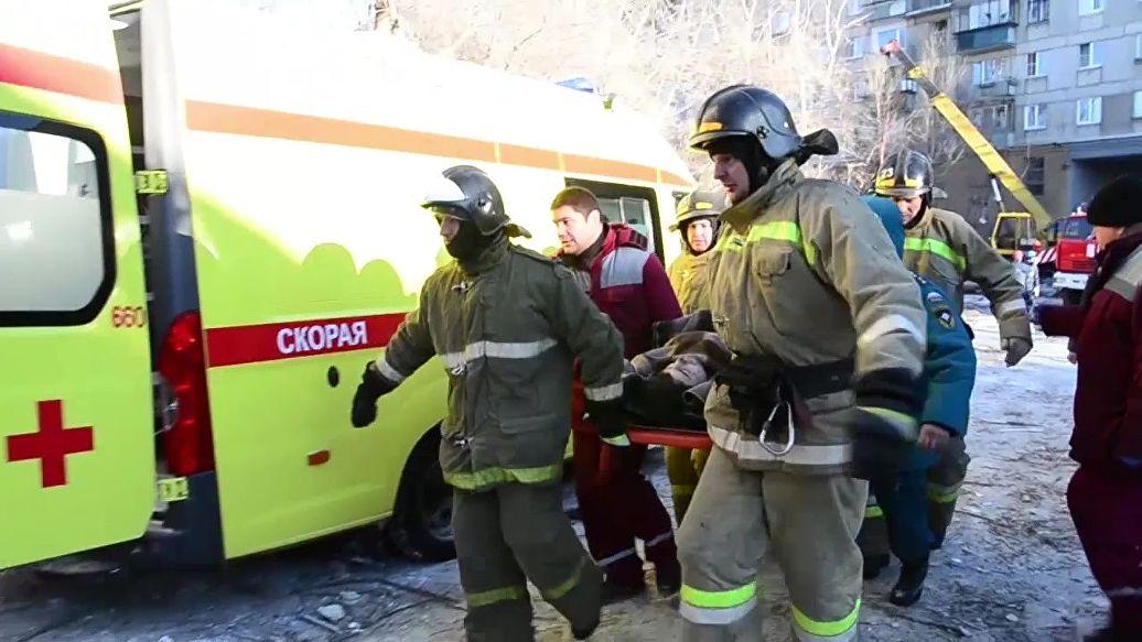 Под завалами в Магнитогорске нашли живого младенца