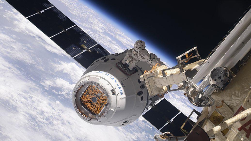 Источник объяснил, от чего зависят сроки полета Dragon-2 к МКС