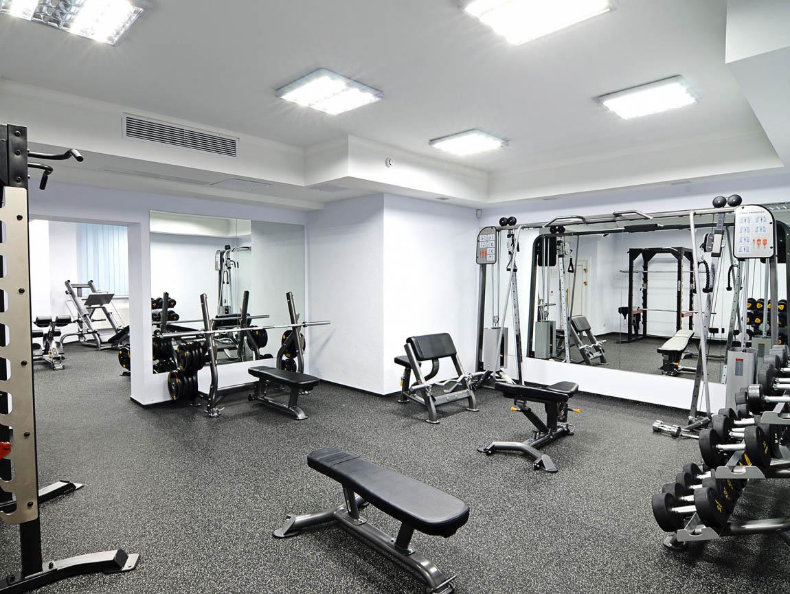 Тренажерный зал в современном киевском спорткомплексе София Sport