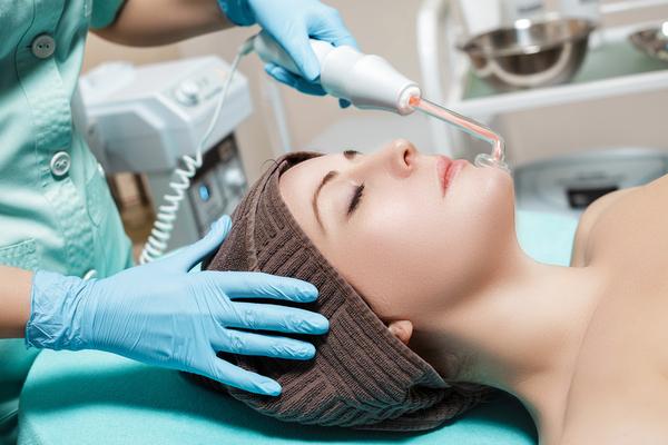 Гальванотерапия и косметологические услуги для лица в СПб