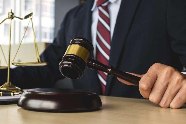 Высококвалифицированный адвокат с опытом