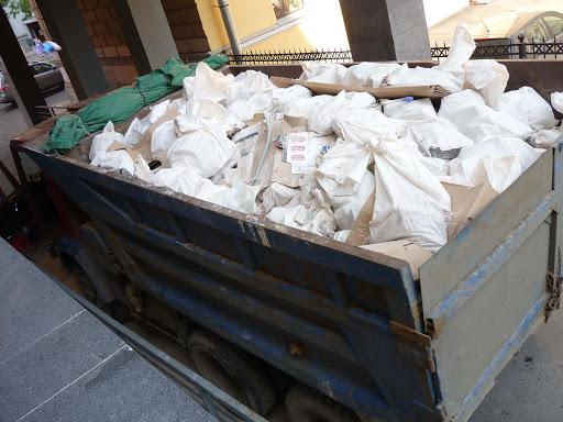 Несанкционированный вывоз строймусора – часто встречаемое явление, которое смогли победить жители района Очаково во главе с местной властью