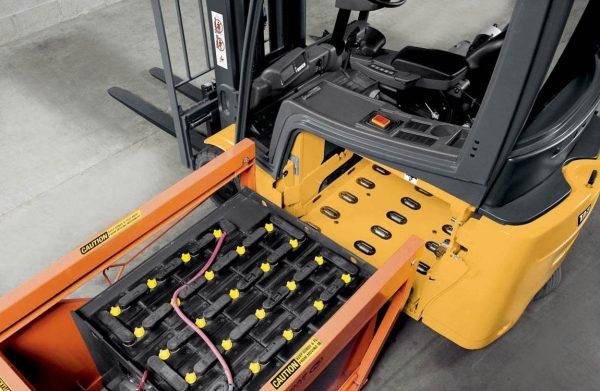 Преимущества кислотных и щелочных тяговых аккумуляторов
