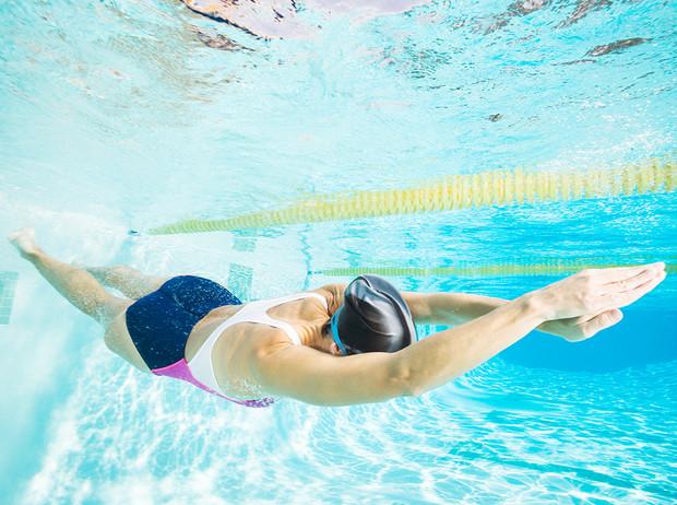 Современный фитнес клуб с лучшими тренажерами и бассейном