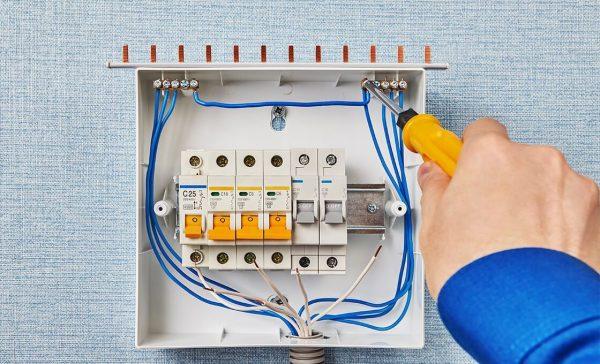 Установка и подключение в электрощитке